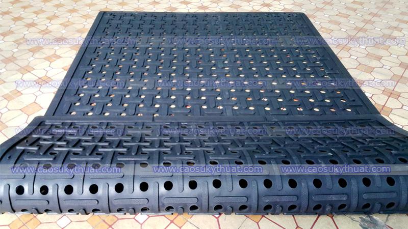 Tấm cao su lót sàn chống trơn trượt (Dạng Lỗ - Sọc)